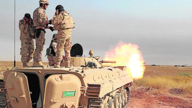 Un militar español instruye a soldados iraquíes en Besmayah