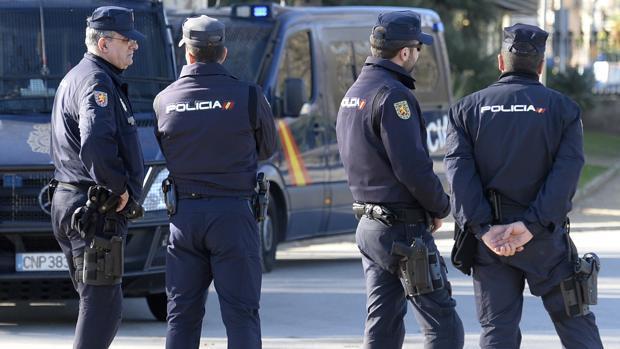 La Policía Nacional actuó tras interceptar una patera con 21 inmigrantes