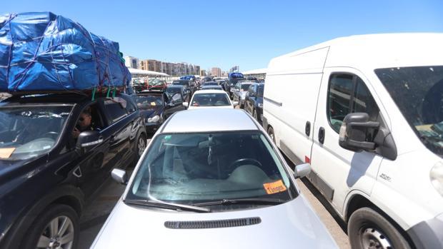 Imagen de vehículos en la cola de embarque del puerto de Algeciras este verano.