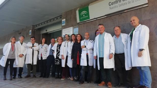 Médicos concentrados en protesta por sus condiciones de trabajo