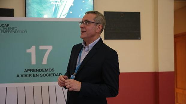 Juan Bueno interviene en un foro de la Fundación Princesa de Girona