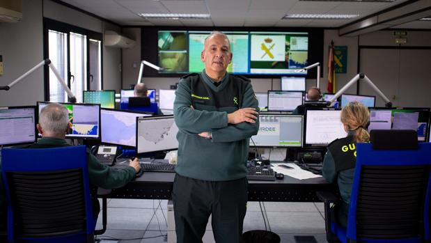El coronel jefe Jesús Narciso Núñez, en el centro de control de la Comandancia de Algeciras