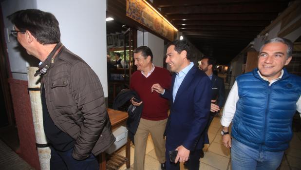 Juan Marín, Antonio Sanz, Juanma Moreno, Manuel Cardenete y Elías Bendodo, a su llegada a Casa Bigote en Sanlúcar de Barrameda