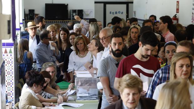 Votación en un colegio electoral de Córdoba en las últimas elecciones generales