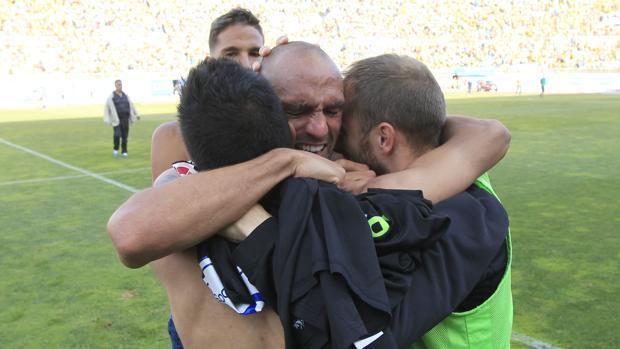 Raúl Bravo llora de alegría por el ascenso del Córdoba CF en Las Palmas