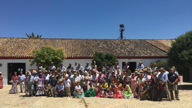 Los hermanos de la hermandad del Rocío de Córdoba llegan a la hacienda de Bujalmoro