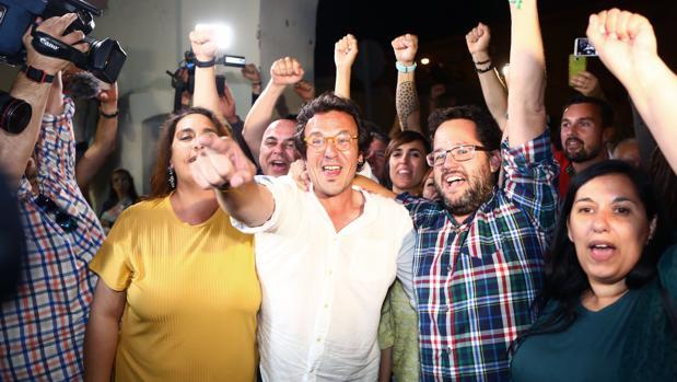 El alcalde de Cádiz, José María González «Kichi», en la noche electoral