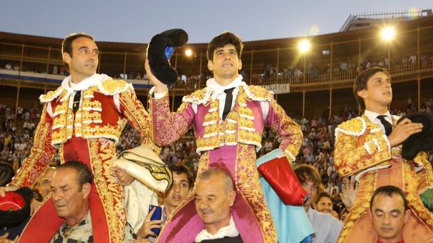 Ponce, López Simón y Roca Rey salen a hombros