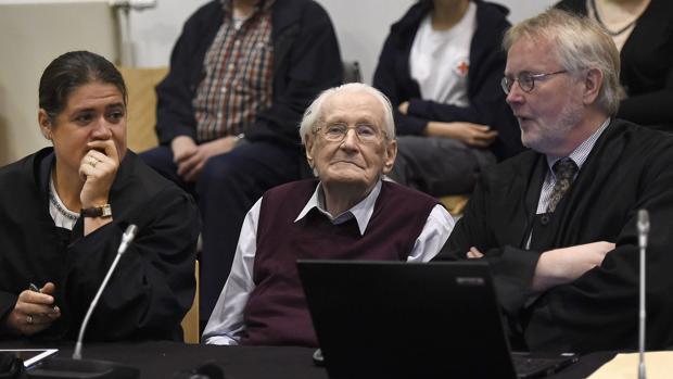 Oskar Gröning, en el banquillo de los acusados en la Audiencia de Lüneburg (Alemania) el 15 de julio de 2015
