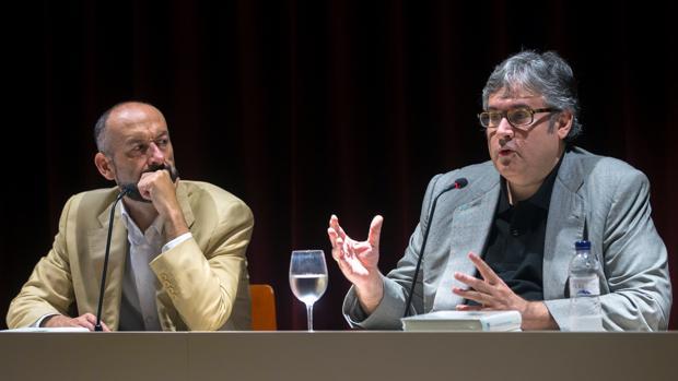 Francisco Javier Expósito Lorenzo y Juan Manuel de Prada, durante la presetación del volumen en Barcelona