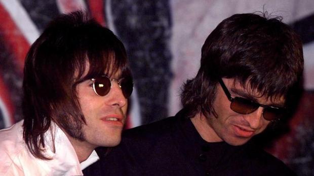 Noel y Liam Gallagher, hermanos y miembros del grupo Oasis