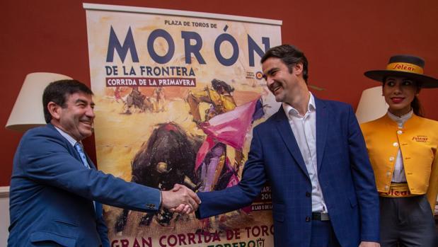 Jesulín, junto al empresario Carmelo García en la presentación de la corrida de Morón de la Frontera