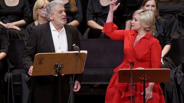 Plácido Domingo (Giacomo) y Carmen Giannattasio