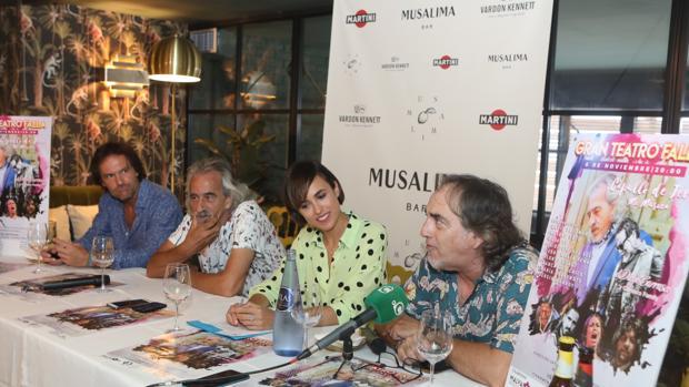 La concejala de cultura, Lola Cazalilla, junto a Selu García Cossio, Capullo de Jerez y Pedro Peña en la presentación oficial del evento.