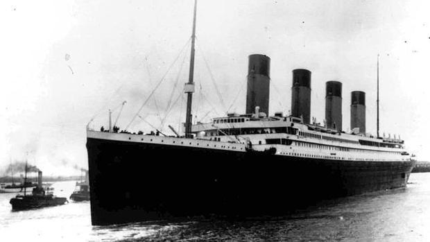 El Titanic, partiendo del puerto de Southampton el 10 de abril de 1912 con destino a Nueva York, cuatro días antes de la catástrofe, en la que murieron más de 1.500 personas