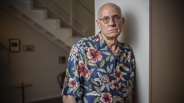El escritor James Ellroy, fotografiado en un conocido hotel de Madrid poco antes de la entrevista
