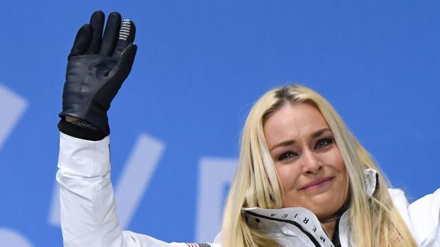 Lindsey Vonn, emocionada en el podio