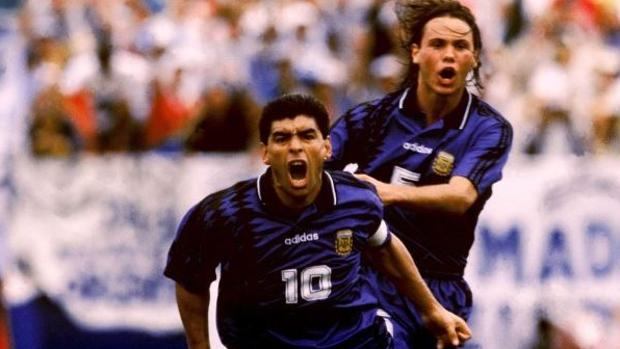 Maradona celebra su gol en el partido contra Grecia del Mundial de 1994