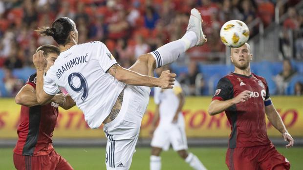Ibrahimovic remata para marcar