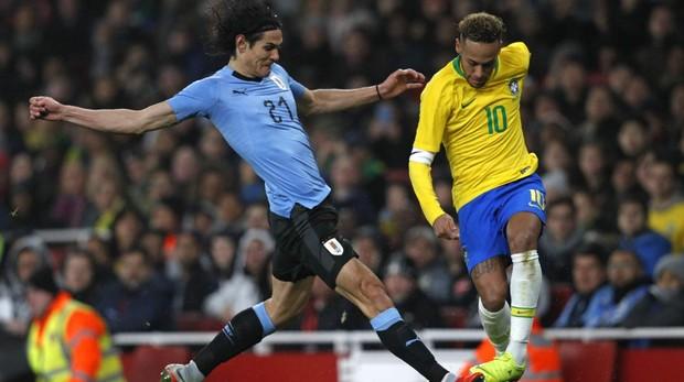 Cavani y Neymar, durante el encuentro amistoso entre Uruguay y Brasil