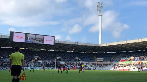 Partido entre el Racing y la UD Logroñés, dos equipos que jugarán el playoff de ascenso