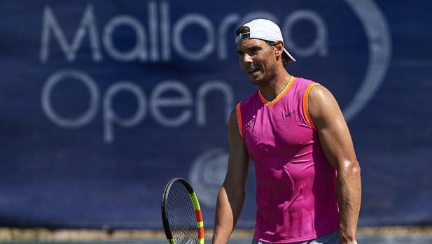 Rafael Nadal, en su entrenamiento en el Country Club Santa Ponsa, en Calviá