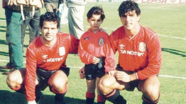 Rafa Nadal de niño junto con, a la derecha, su tío Miguel Ángel Nadal y a la izquierda, Álvaro Cervera
