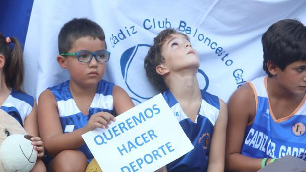 Imagen de una protesta del CB Gades por el reparto de horarios de las instalaciones deportivas