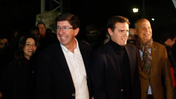 En Sevilla, mitin de cierre de campaña del candidato de Cs a la Presidencia de la Junta, Juan Marín, junto al presidente de Cs, Albert Rivera, y la portavoz nacional de Cs, Inés Arrimadas