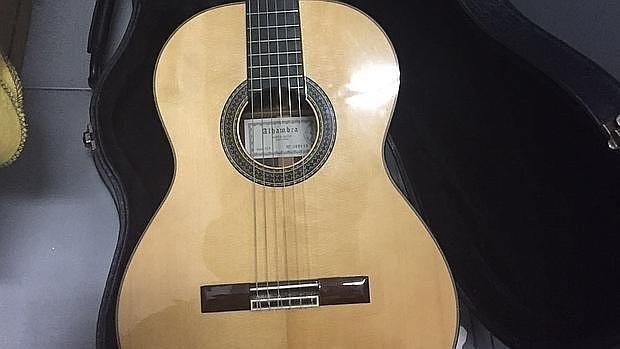 La guitarra que le fue prestada al hijo del concejal de Ganar Alcorcón en la escuela Manuel de Falla