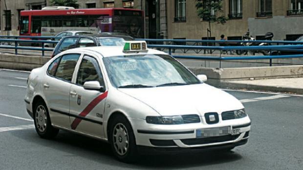 Taxi en las calles de Madrid