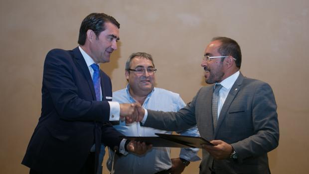 El consejero de Fomento y Medio Ambiente de Castilla y León, Juan Carlos Suárez-Quiñones, planteó este miércoles al Ministerio que cuando la concesión de la autopista AP-1 concluya, en noviembre del 2018