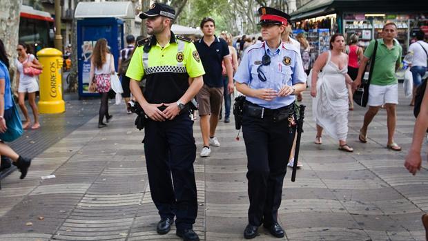 Una patrulla mista en Las Ramblas de Barcelona