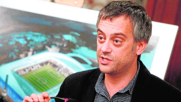 El alcalde de La Coruña, Xulio Ferreiro, durante una rueda de prensa