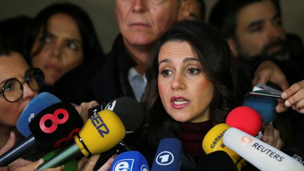 Inés Arrimadas, con ligera ventaja según la última encuesta de ABC