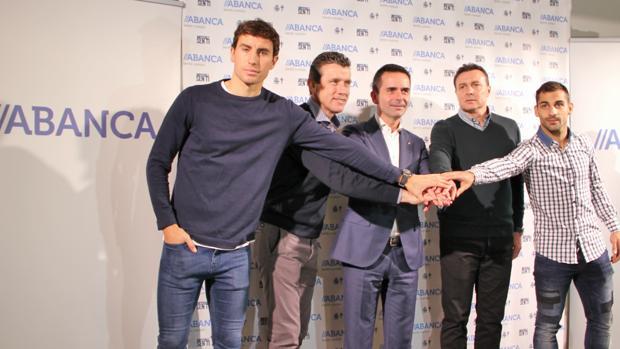 Pedro Mosquera, Juan Carlos Unzué, Gabriel González, Cristóbal Parralo y Jonny Castro, ayer en la presentación de la campaña de Abanca