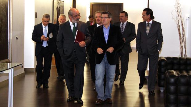 El Consejo de Dirección de Caja España, presidido por Santos Llamas