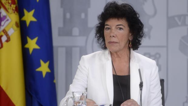 La portavoz del Ejecutivo y ministra de educación Isabel Celaá