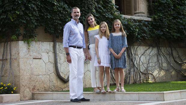 Los Reyes con la Princesa y la Infanta Sofía, el pasado verano en los jardines de Marivent
