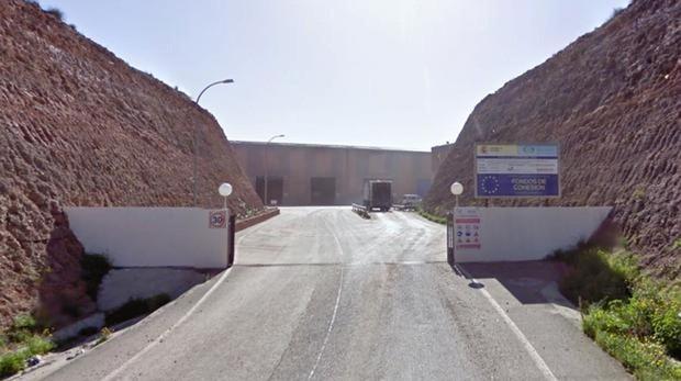 Entrada al recinto donde se encuentra el vertedero de Gádor
