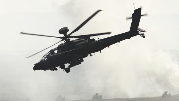 Imagen de archivo de un helicóptero durante unas maniobras en Aragón