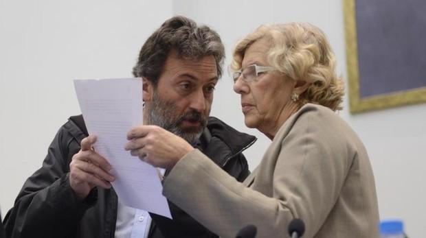 Mauricio Valiente y Manuela Carmena, en el pleno de noviembre de 2016