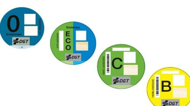 Pegatinas de la DGT disponibles para los vehículos contaminantes