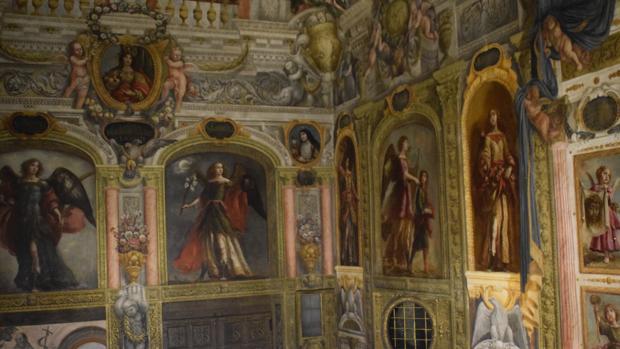 Pinturas murales barrocas adornan los techos del monasterio