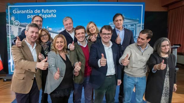 Pablo Casado y Alfonso Fernández Mañueco, con los candidatos del PP a las nueve capitales de provincia de Castilla y León