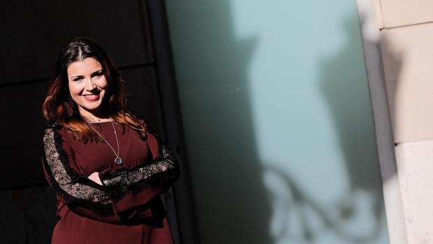 Mari Carmen Sánchez posa para ABC en las inmediaciones de las Cortes Valencianas
