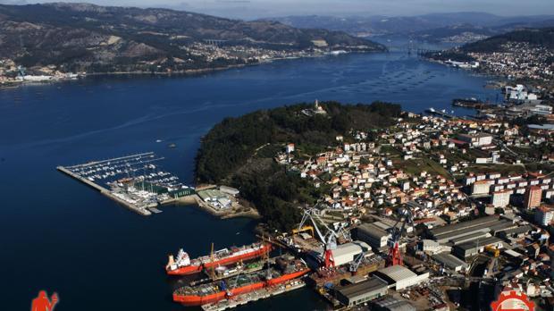 Vista áerea de los astilleros Vulcano en la ría de Vigo
