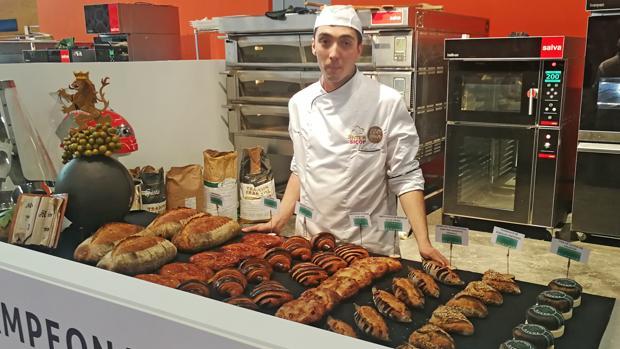 El joven panadero leonés Daniel Flecham en el Campeonato Nacional de Panadería Artesana