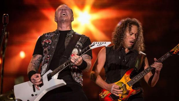 James Hetfield y Kirk Hammett durante un concierto de Metallica