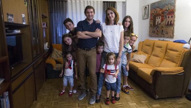 Imagen de archivo de una familia numerosa de Madrid